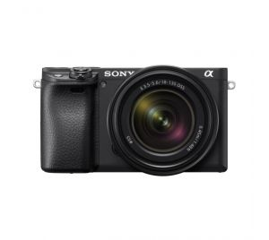 Sony A6400B body + SEL 18-135 Black